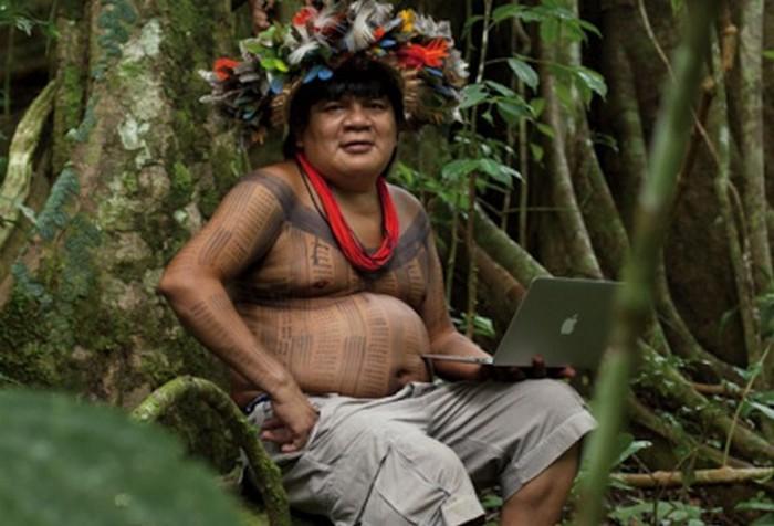 Вождь одного из племён бразильской Амазонии.