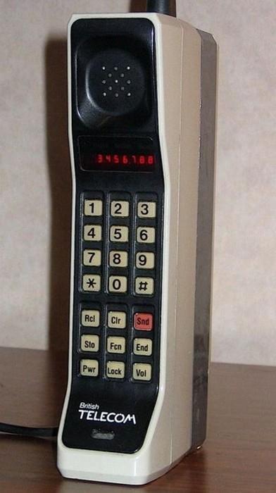 Первый сотовой телефон.