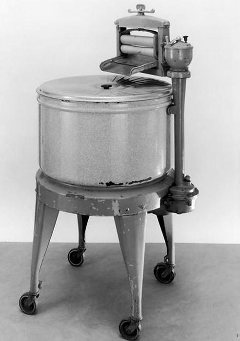 Первая электрическая стиральная машина.
