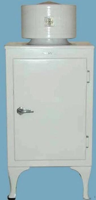 Первый холодильник.