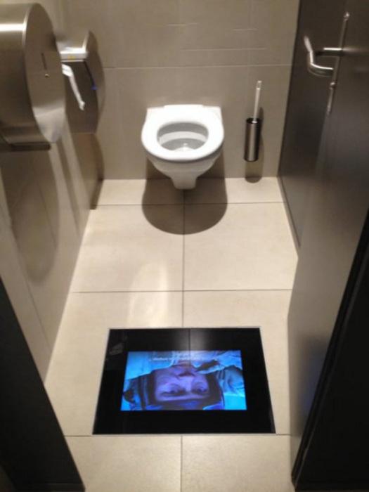 Кинотеатр в туалете.