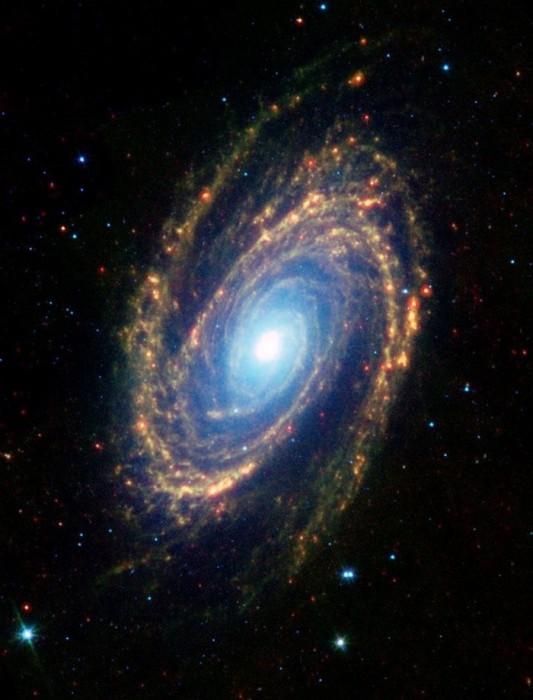 Спиральная галактика со сверхмассивной черной дырой.