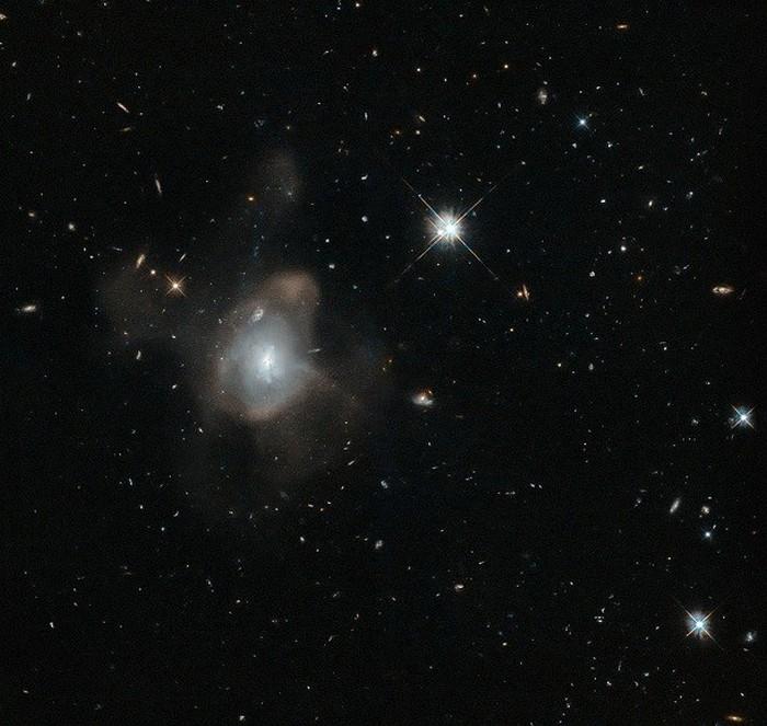 Мелкодисперсный туман, состоящий из миллионов звезд.