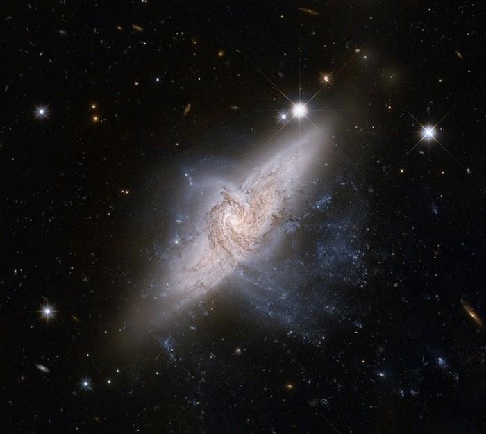 Почти столкнувшиеся галактики.