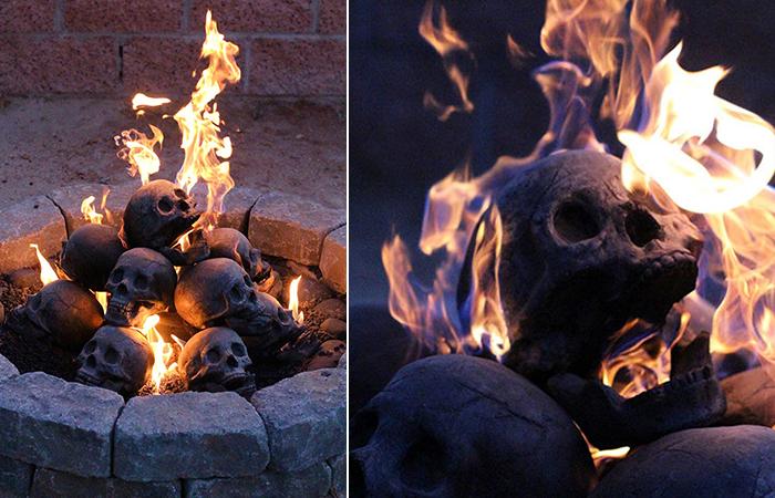Жуткий камин с горящими черепами