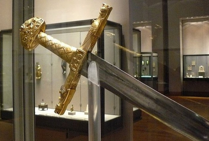 Жуайёз - меч Карла Великого.
