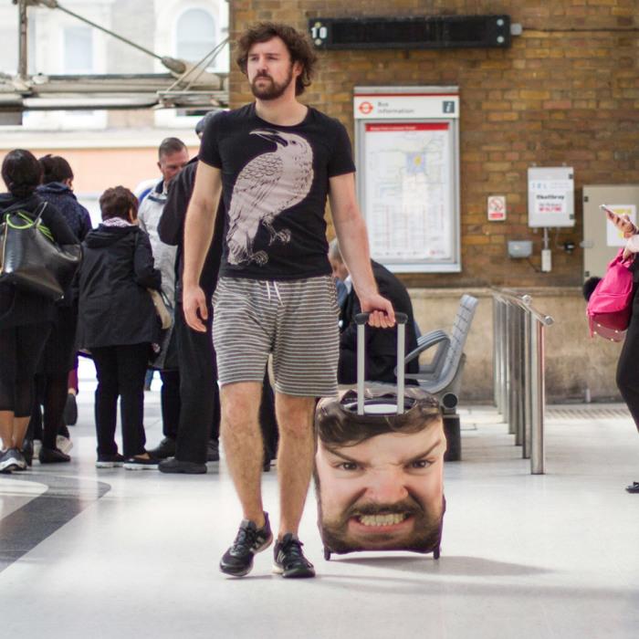 Ты узнаешь меня... по чемодану.