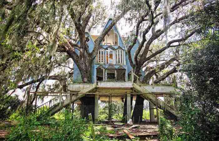 Заброшенные исторические дома, которые предлагаются по сходной цене.