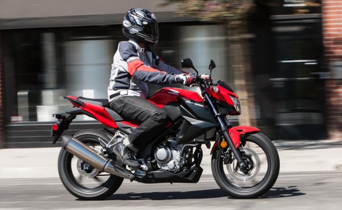 Honda CB300F.