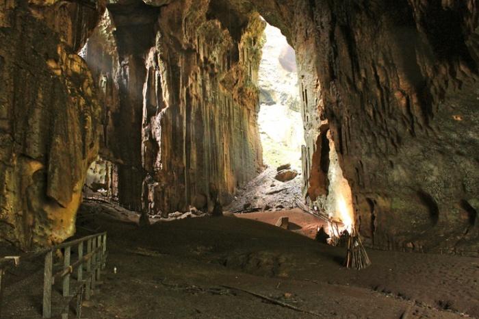 Пещеры Гомантонг.