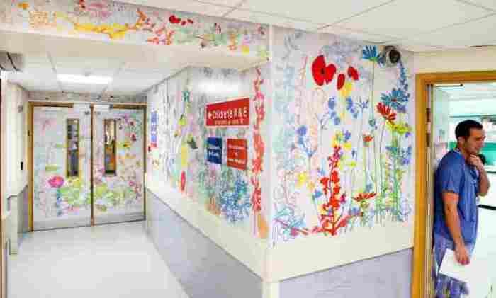 Раскрашенные стены в Королевской детской больнице Лондона.