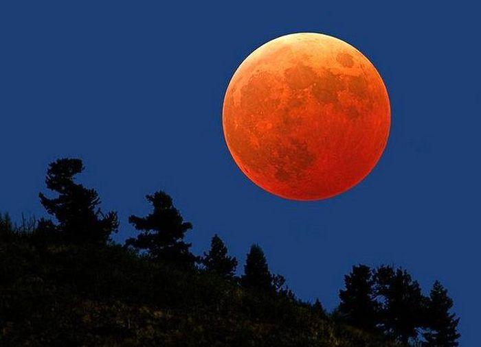 Луна большая и маленькая.