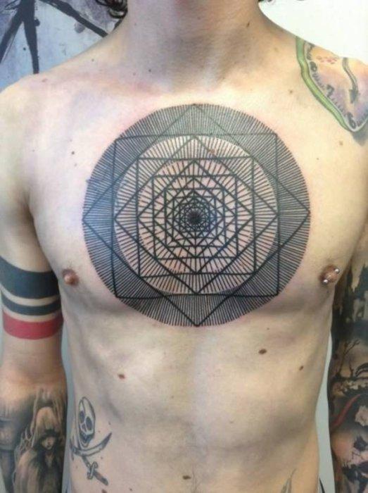 Геометрическая татуировка.