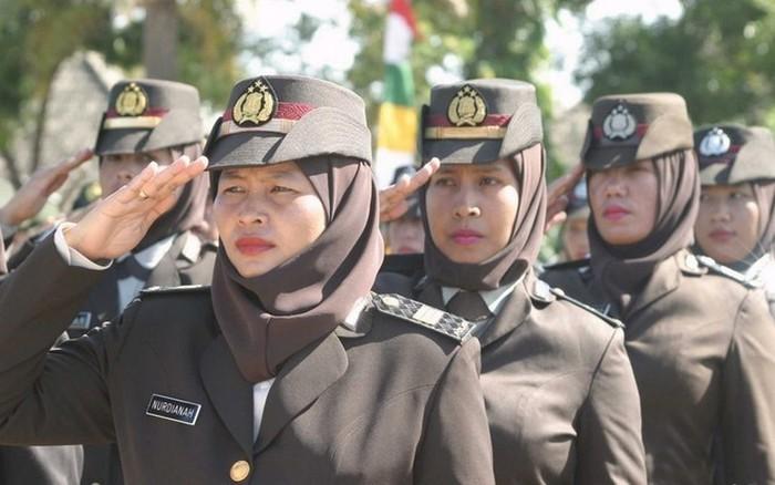 Индонезийские полицейские.