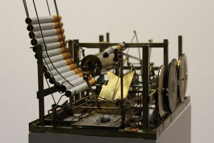 Автоматическая машина для курения.