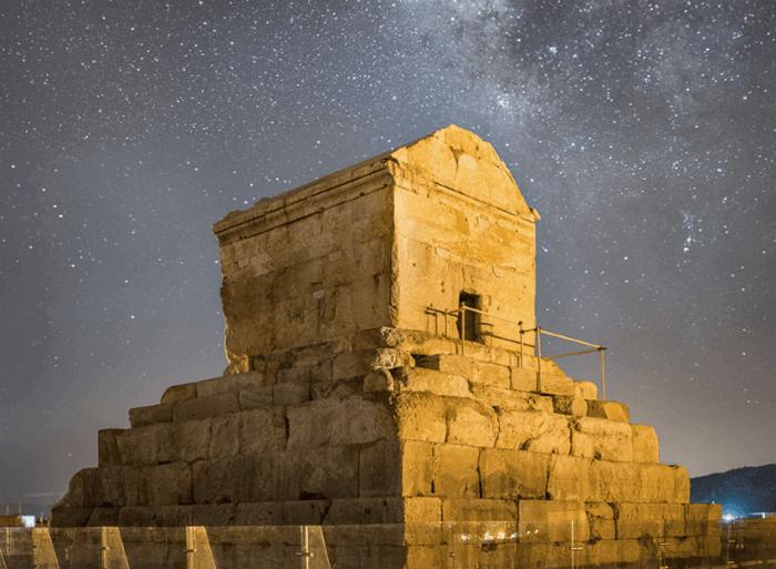 Пасаргады - столица империи Ахеменидов.