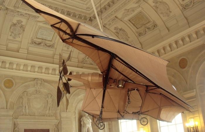 Первый самолёт, оторвавшийся от земли.