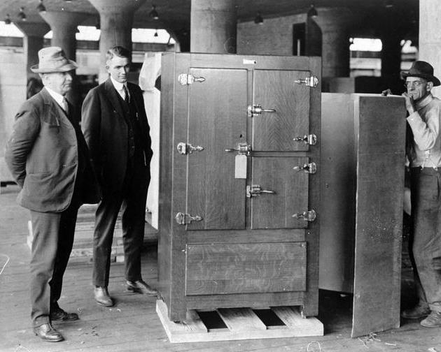 Так выглядел первый холодильник.