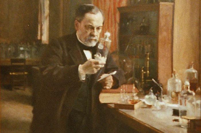 Луи Пастер - человек, который открыл пастеризацию.