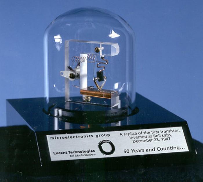 Так выглядел первый транзистор.