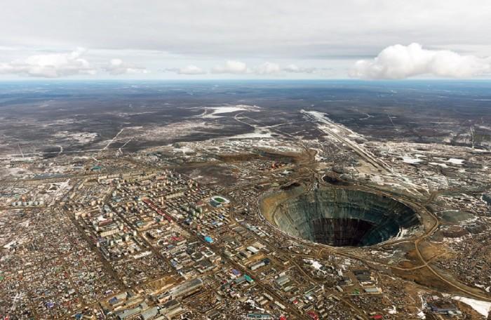 Карьер по добыче бриллиантов в Якутии.