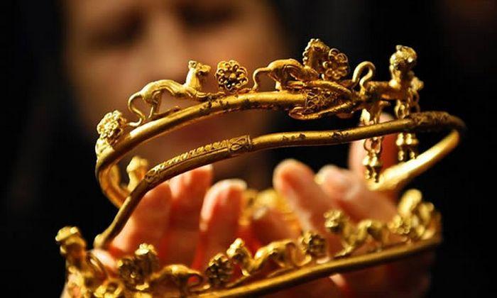 Ожерелье, которому 4500 лет, и другие обретённые сокровища.