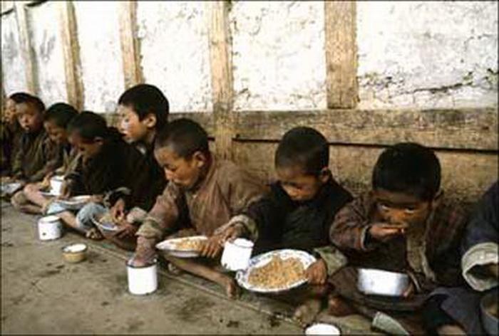 Дети из низшей касты. Северная Корея.