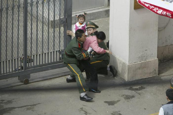 Китайские пограничники препятствуют проникновению корейских беженцев.