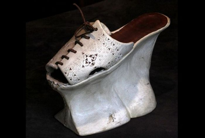 Чопины - странная обувь.