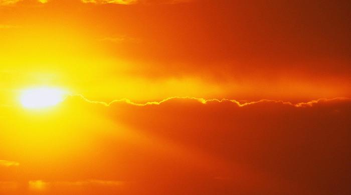 Невідповідність температури сонячних полюсів.