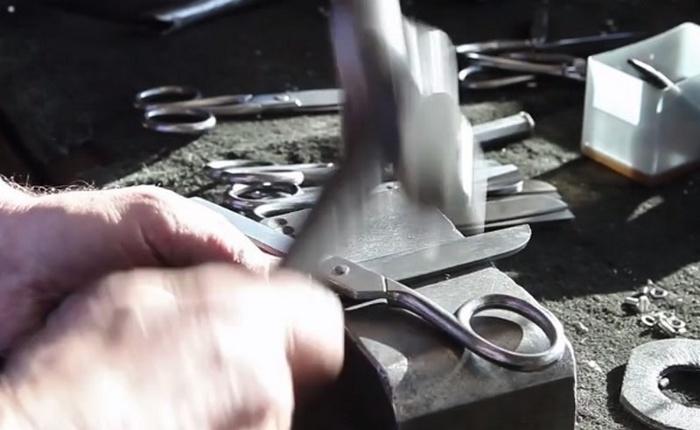 Ножницы ручной работы.