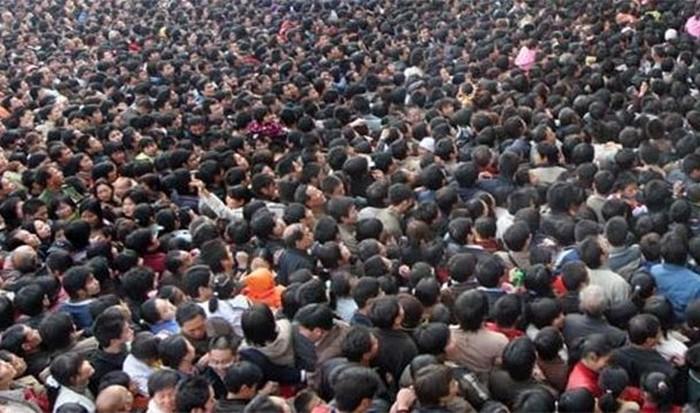 Сейчас на Земле живут больше людей, чем совокупно за всю историю.
