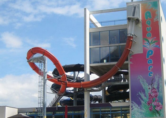 Booster Loop: в прозрачной трубе высоты в 7 этажей.