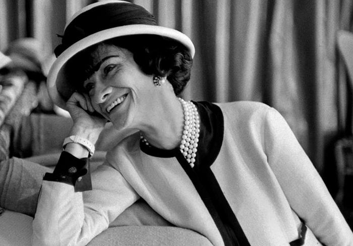 Коко Шанель - женщина, которая ввела моду на загар.