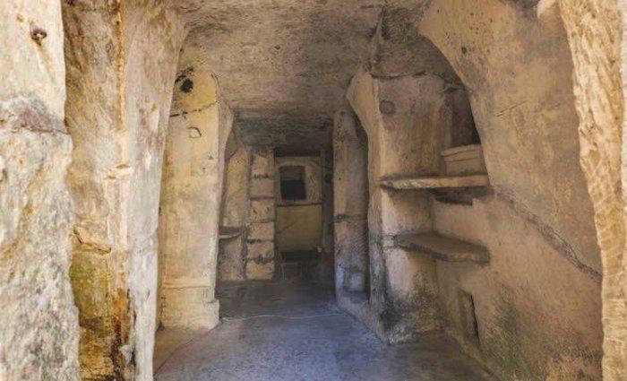 1700-летние склепы, которые были раскопаны в 1891 году.
