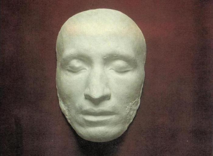 Посмертная маска Пушкина.