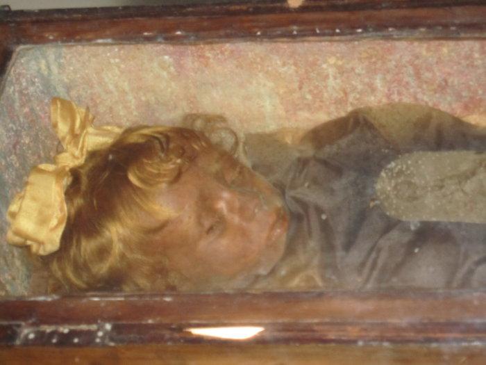 Розалия Ломбардо - девочка, которая словно заснула в гробу.<br>