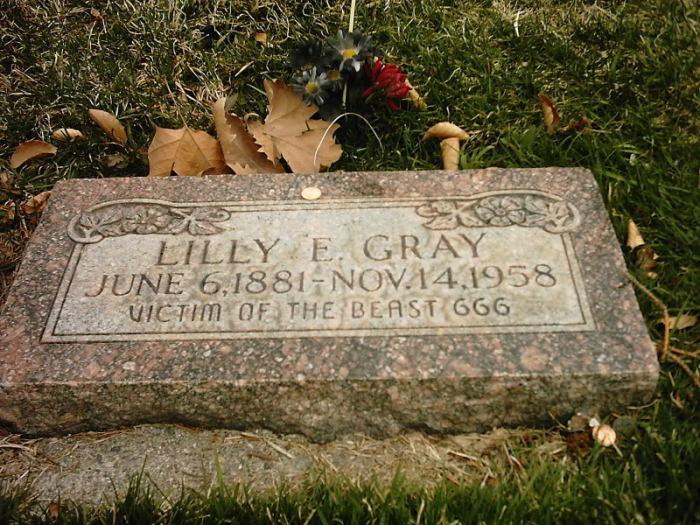 Памятный камень на могиле Лилли Грэй на кладбище Солт Лэйк Сити.