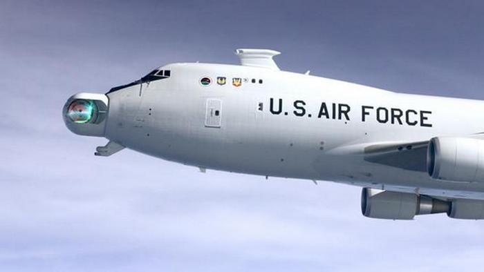 Самолет, вооруженный лазером Boeing YAL-1.