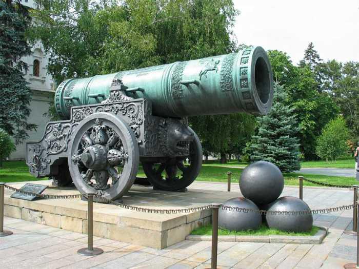 Царь-пушка в московском Кремле.