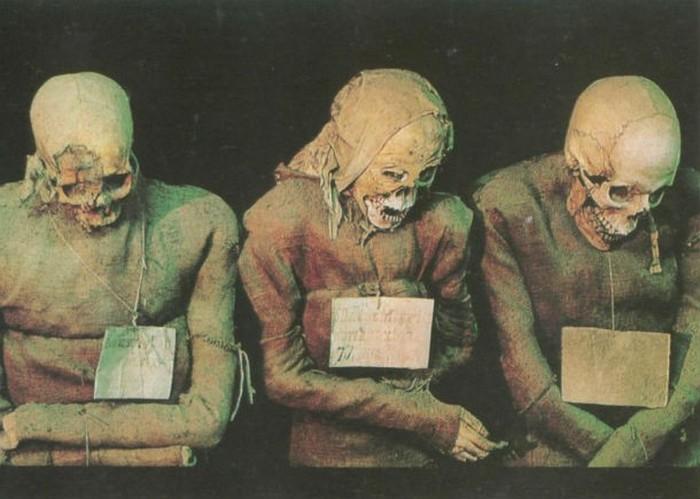 Человеческие мумии.