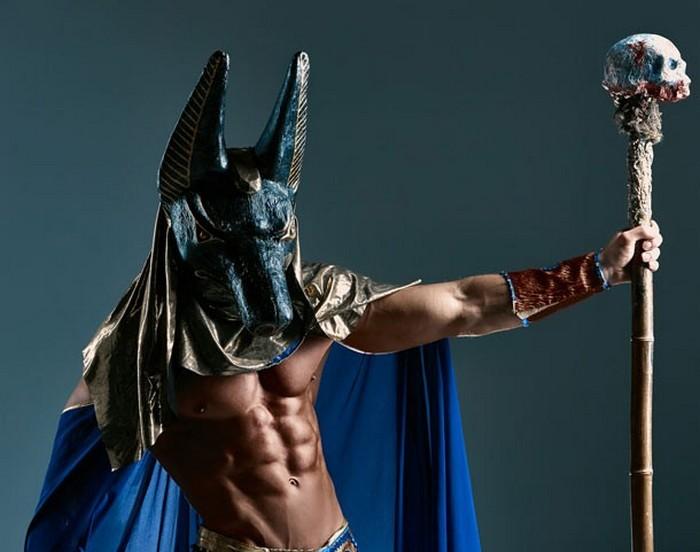 Анубис - бог с головой шакала.