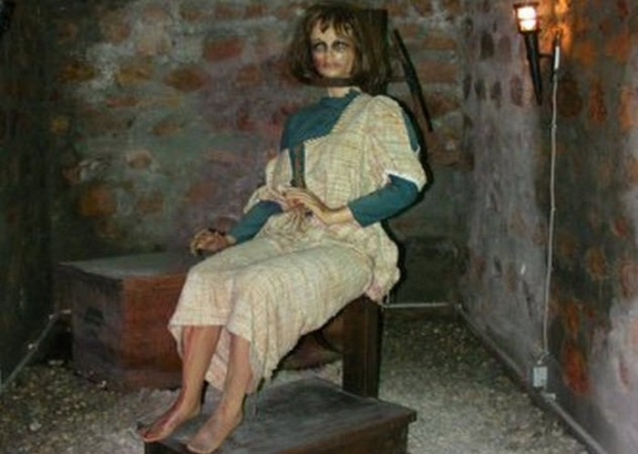 Музей пыток, расположенный в жутком месте.