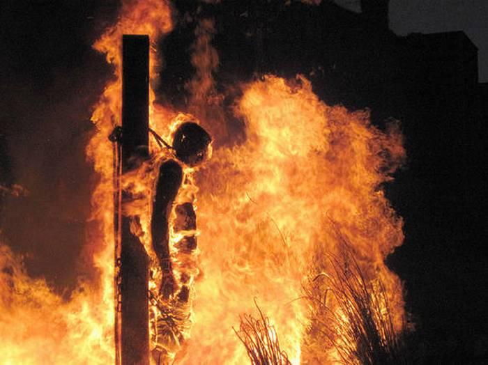 Сжигание на костре.