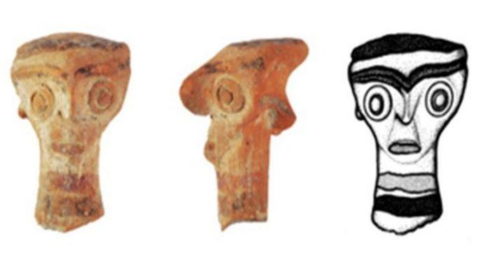 Предметы из 3500-летней гробницы с останками 17 представителей местной элиты и драгоценными артефактами, найденной на Кипре.