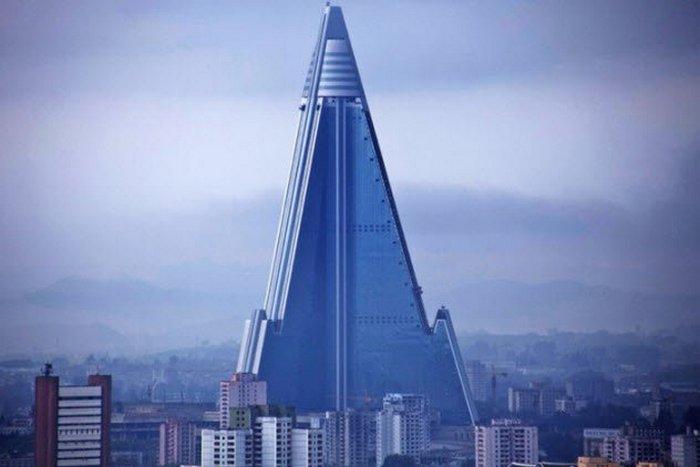 Самое высокое здание в Пхеньяне.