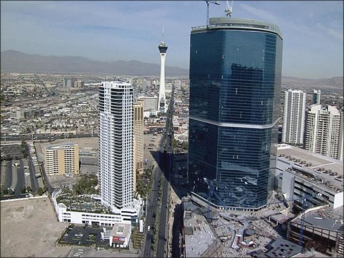 220-метровый небоскреб.