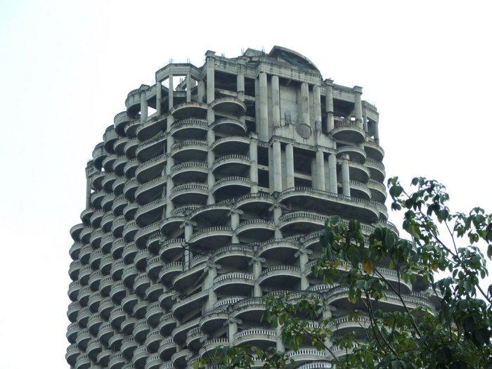 Верхняя часть 49-этажного небоскёба в Таиланде.
