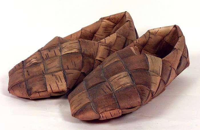 Финская плетеная берестяная обувь.