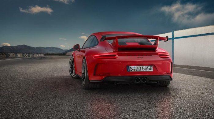 2018 Porsche 911 GT3 - вид сзади.
